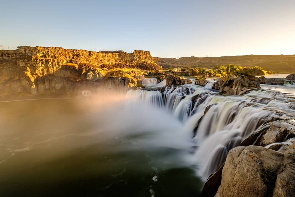 a picture of shoshone falls in idaho